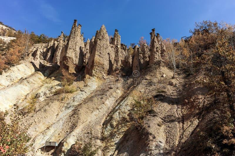 Καταπληκτικό τοπίο φθινοπώρου της πόλης διαβόλων ` s σχηματισμού βράχου στο βουνό Radan στοκ εικόνα με δικαίωμα ελεύθερης χρήσης