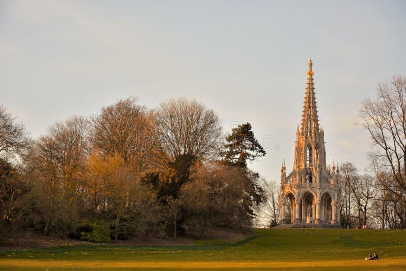 Καταπληκτικός γλυπτός πύργος σε ένα parc στοκ εικόνες
