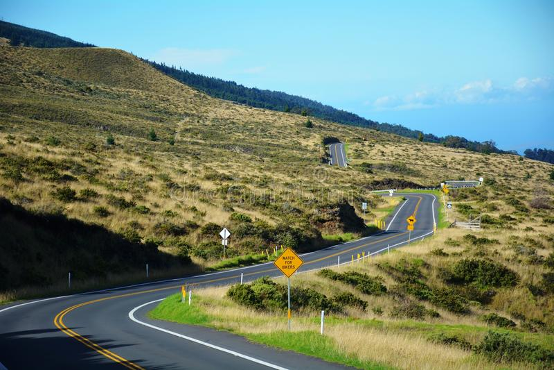 Καταπληκτικό οδόστρωμα στα βουνά στοκ εικόνες με δικαίωμα ελεύθερης χρήσης