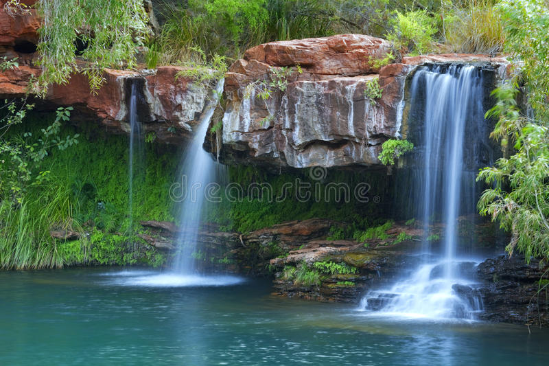 Καταρράκτες στη λίμνη φτερών στο εθνικό πάρκο Karijini, Αυστραλία στοκ φωτογραφία με δικαίωμα ελεύθερης χρήσης