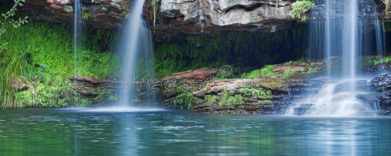 Καταρράκτες στη λίμνη φτερών στο εθνικό πάρκο Karijini, δυτικό Austr στοκ φωτογραφίες
