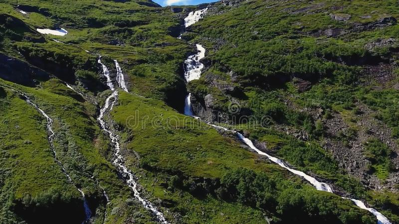 Καταρράκτης βουνών που βρίσκεται κοντά στο φιορδ Geiranger, Νορβηγία στοκ φωτογραφίες