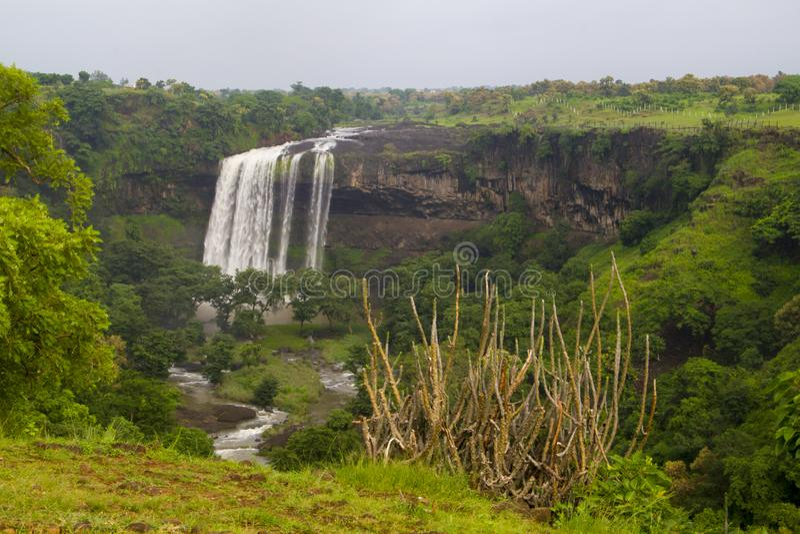 Καταρράκτης σε κεντρικό Ινδό στο μουσώνα στοκ εικόνες