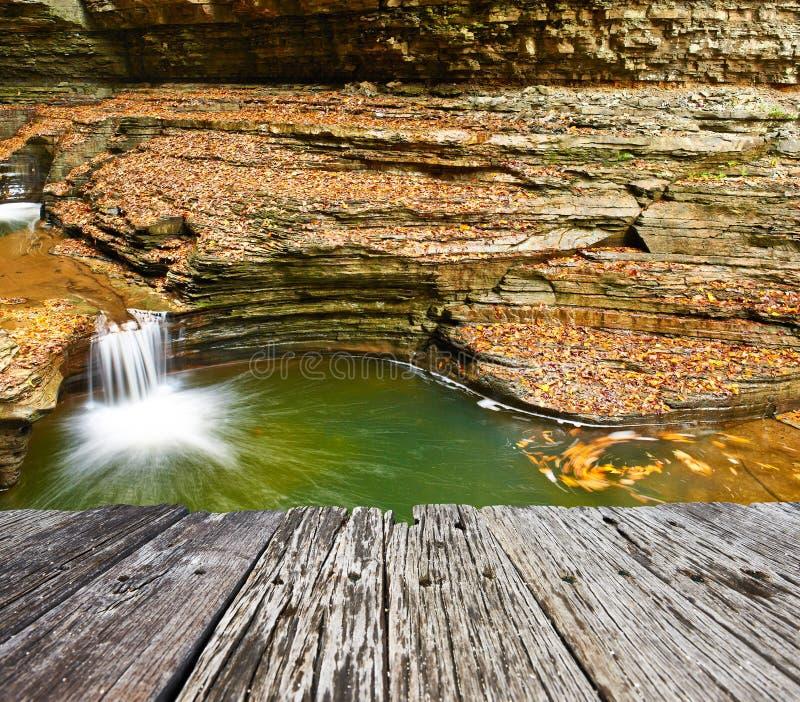 Καταρράκτης σπηλιών στο κρατικό πάρκο Watkins Glen στοκ φωτογραφίες