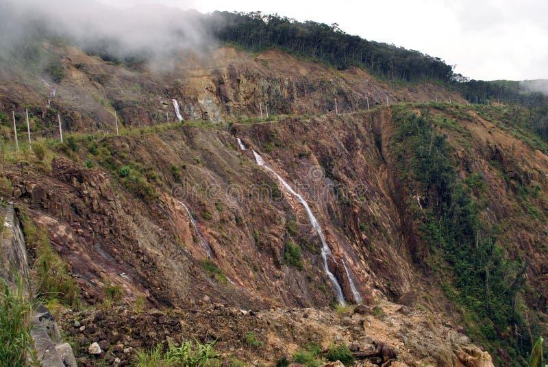 Καταρράκτης στα βουνά στοκ φωτογραφίες