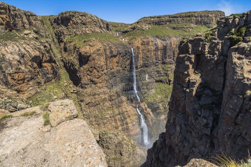 Καταρράκτης στην κορυφή του πεζοπορώ φρουρών, Drakensberge, Νότια Αφρική στοκ φωτογραφία με δικαίωμα ελεύθερης χρήσης