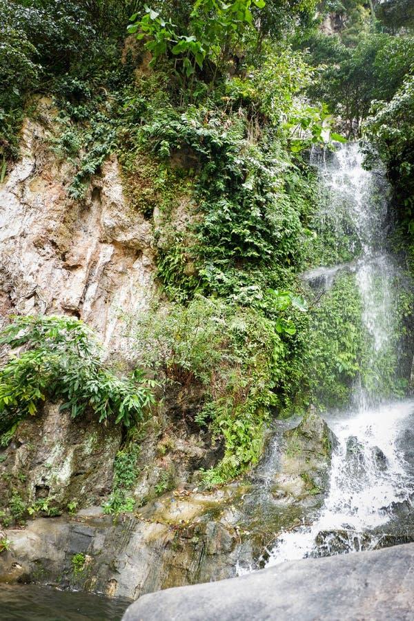 Καταρράκτης στη σπηλιά Batu, Κουάλα Λουμπούρ, Μαλαισία στοκ εικόνες