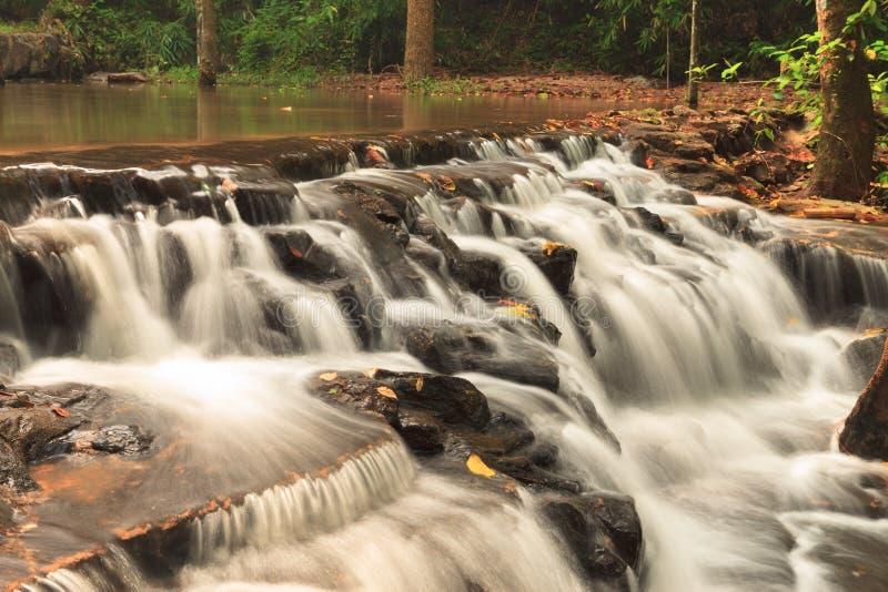 Καταρράκτης στο εθνικό πάρκο Namtok Samlan, Ταϊλάνδη στοκ εικόνες