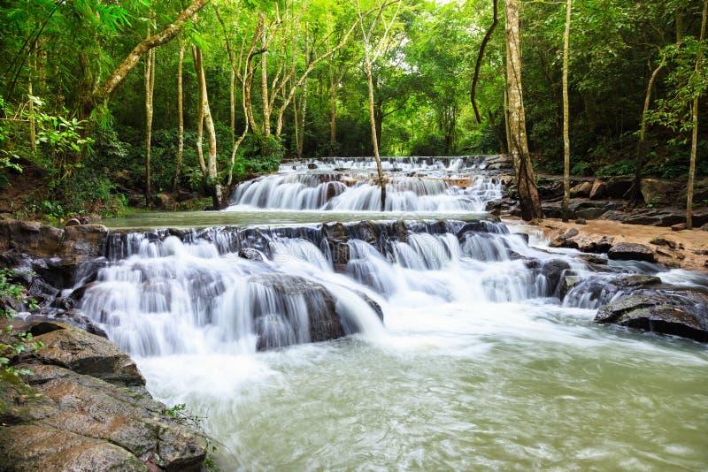 Καταρράκτης στο εθνικό πάρκο Namtok Samlan στοκ φωτογραφίες με δικαίωμα ελεύθερης χρήσης