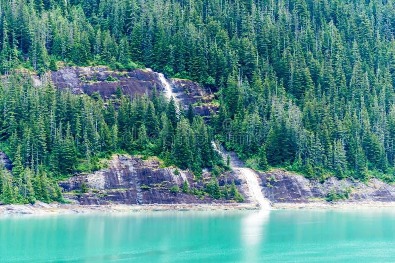 Καταρράκτης στο φιορδ βραχιόνων της Tracy, Αλάσκα στοκ εικόνες