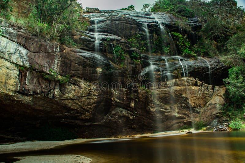 Καταρράκτης του χαμένου χρόνου, στην περιοχή Capivari, σε Serro, Minas Gerais, Βραζιλία Φωτογραφία που λαμβάνεται με τη μακροχρόν στοκ φωτογραφία με δικαίωμα ελεύθερης χρήσης