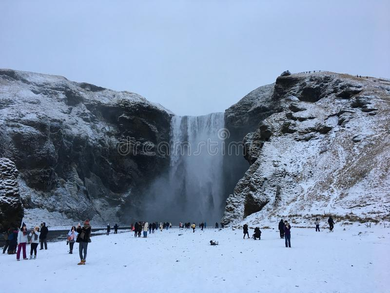 Καταρράκτης Skogafoss στο νότο της Ισλανδίας κατά τη διάρκεια του χειμώνα στοκ εικόνες με δικαίωμα ελεύθερης χρήσης