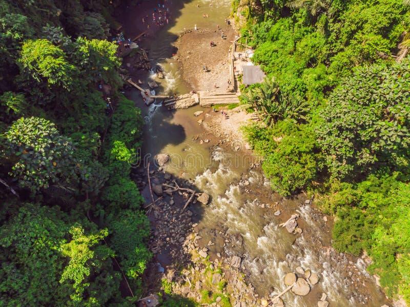 Καταρράκτης Tegenungan κοντά σε Ubud, Μπαλί, Ινδονησία Ο καταρράκτης Tegenungan είναι ένας δημοφιλής προορισμός για την επίσκεψη  στοκ φωτογραφία με δικαίωμα ελεύθερης χρήσης