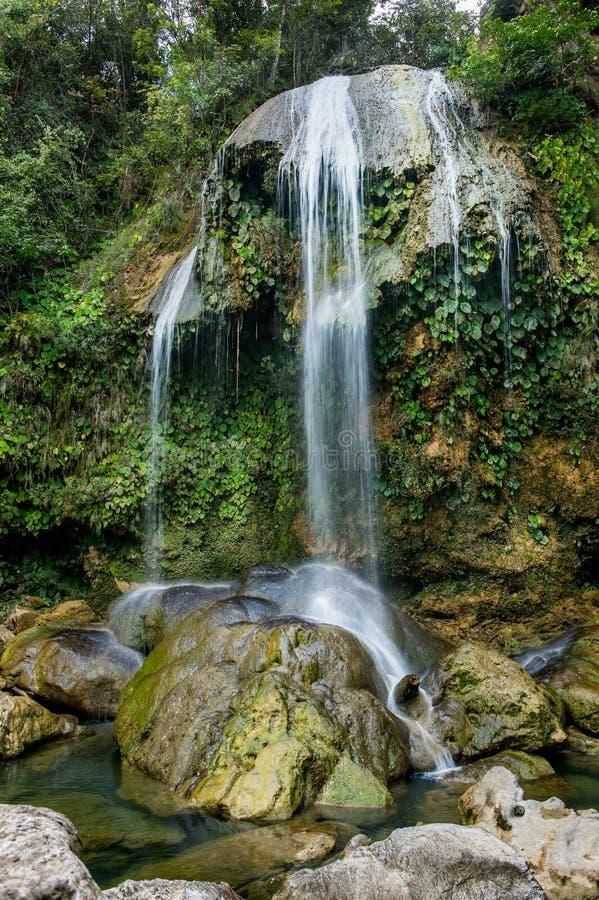 ΚΑΤΑΡΡΆΚΤΗΣ SOROA, οροσειρά περιβαλλοντικά προστατευόμενη περιοχή βιόσφαιρας του Ροσάριο, Pinar del Rio, Κούβα στοκ φωτογραφία με δικαίωμα ελεύθερης χρήσης