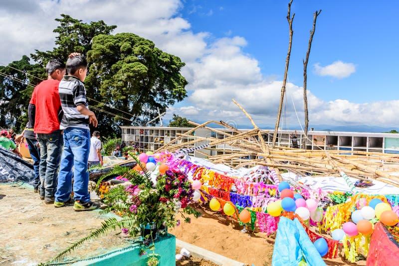 Καταρρεσμένος γιγαντιαίος ικτίνος, γιγαντιαίο φεστιβάλ ικτίνων, Σαντιάγο Sacatepequez στοκ φωτογραφίες