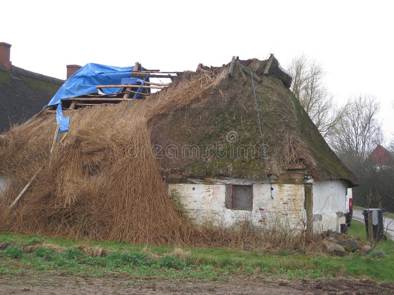 Καταρρεσμένος η στέγη στοκ φωτογραφία