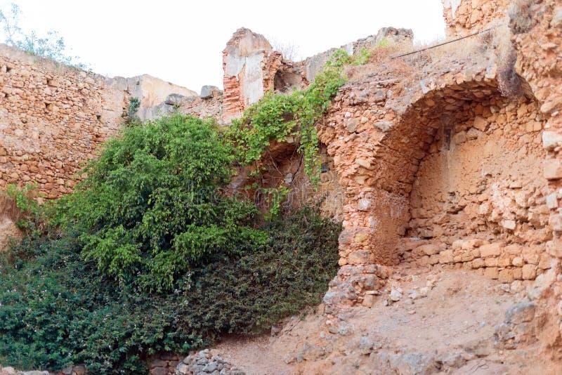 Καταρρεσμένος παλαιός τοίχος πόλεων στοκ εικόνες