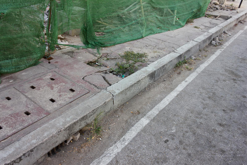 Καταρρεσμένος δρόμος τρόπων περιπάτων στοκ φωτογραφίες