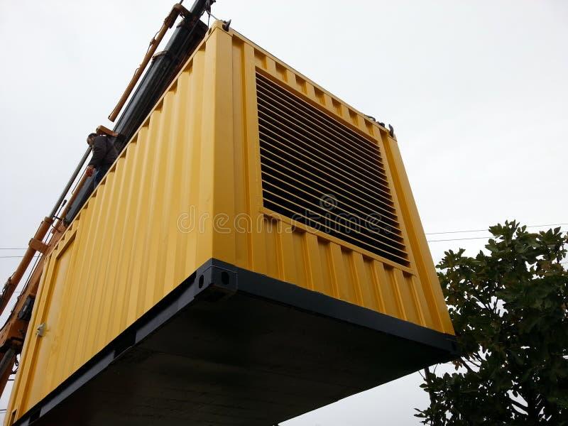 Κατασκευή ενός εμπορευματοκιβωτίου για ένα σύνολο γεννητριών diesel στοκ εικόνα με δικαίωμα ελεύθερης χρήσης