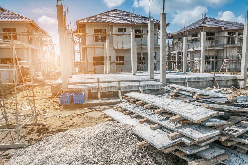 Κατασκευή καινούργιων σπιτιών στο εργοτάξιο στοκ εικόνα