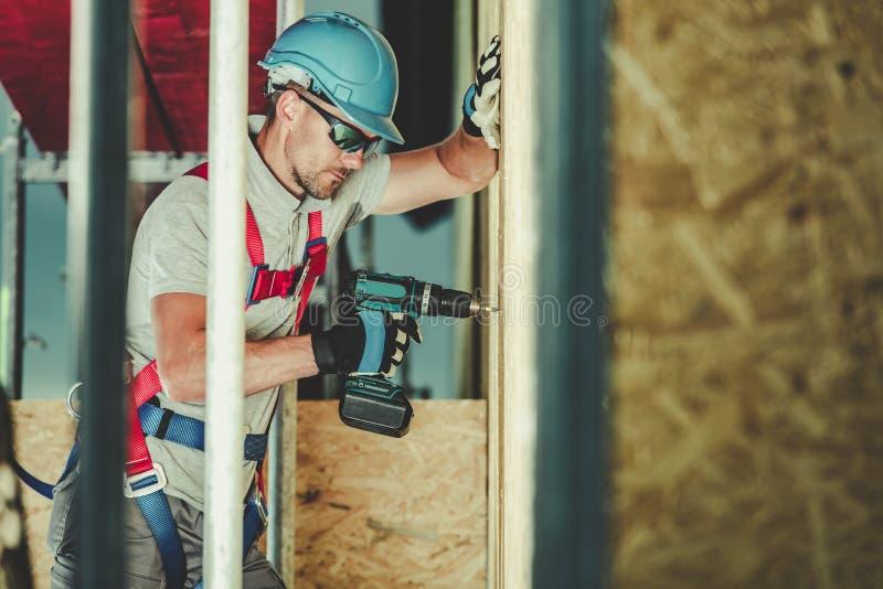 Κατασκευή στην εργασία ύψους στοκ φωτογραφίες με δικαίωμα ελεύθερης χρήσης
