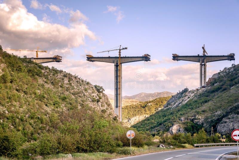 Κατασκευή της γέφυρας μιας νέας εθνικής οδού στο Μαυροβούνιο στοκ φωτογραφίες