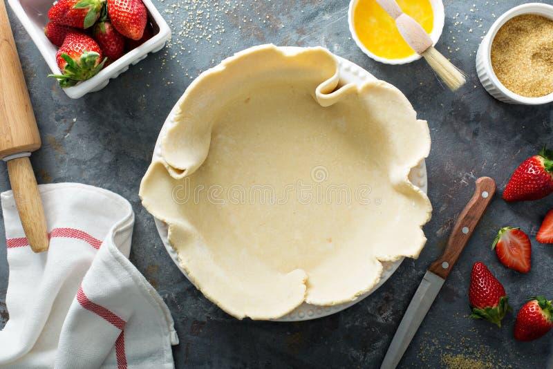Κατασκευή της πίτας φραουλών στοκ εικόνες με δικαίωμα ελεύθερης χρήσης