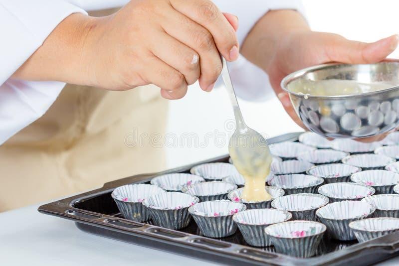 Κατασκευή του κέικ μπανανών στοκ φωτογραφίες με δικαίωμα ελεύθερης χρήσης