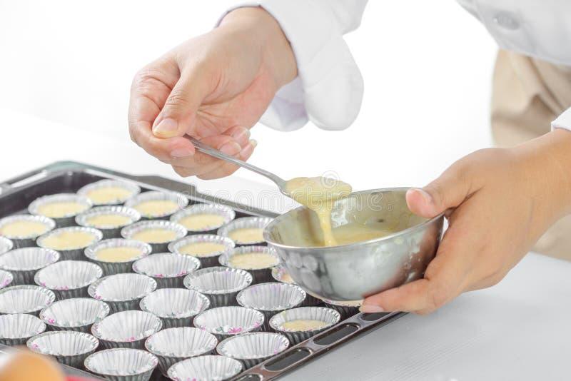 Κατασκευή του κέικ μπανανών στοκ εικόνες