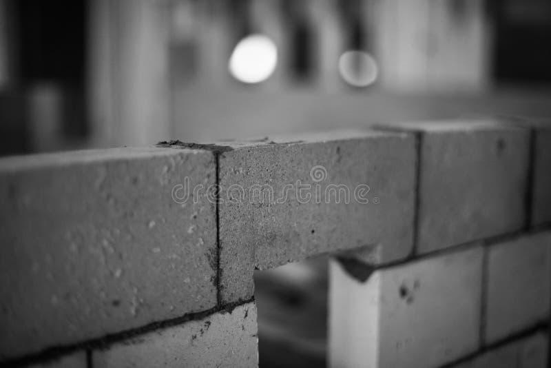 κατασκευή τούβλου κάτω από τον τοίχο στοκ φωτογραφίες με δικαίωμα ελεύθερης χρήσης