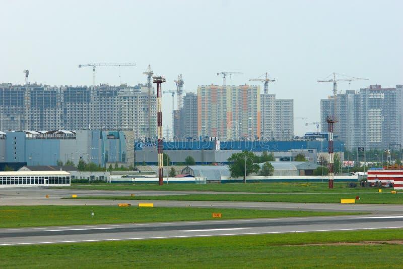 Κατασκευή των κατοικημένων σπιτιών στην Άγιος-Πετρούπολη, Ρωσία στοκ φωτογραφία με δικαίωμα ελεύθερης χρήσης