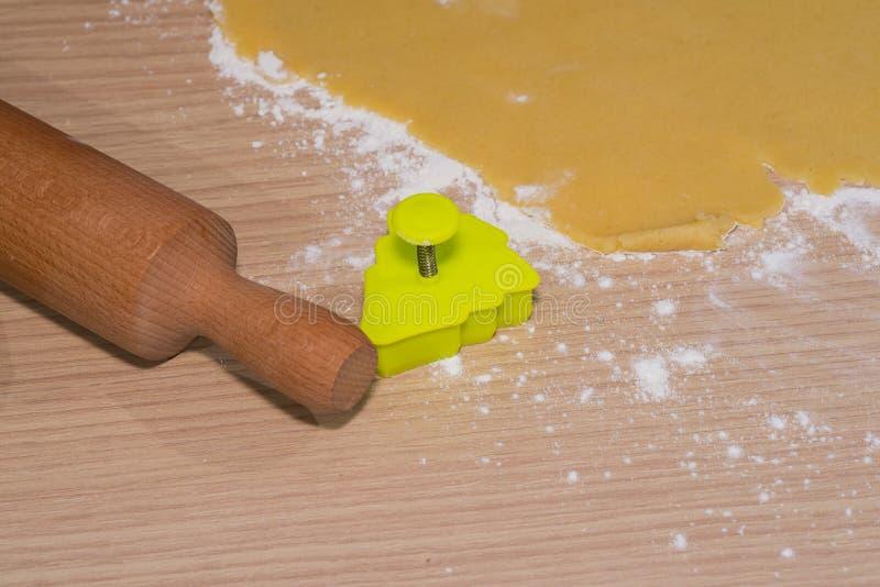 Κατασκευή των σπιτικών μπισκότων στοκ φωτογραφία με δικαίωμα ελεύθερης χρήσης