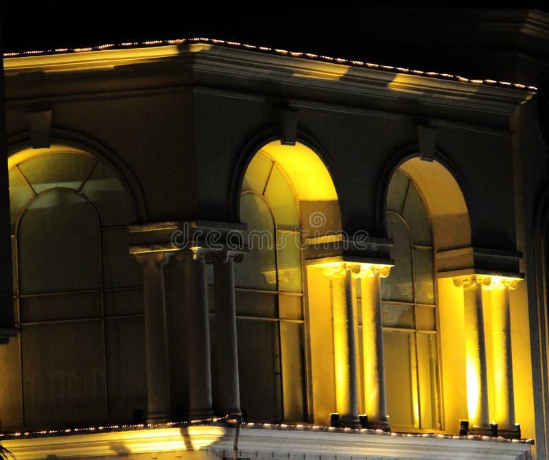 Κατασκευή τύπων του Castle που καίγεται με τα φω'τα στοκ εικόνες με δικαίωμα ελεύθερης χρήσης