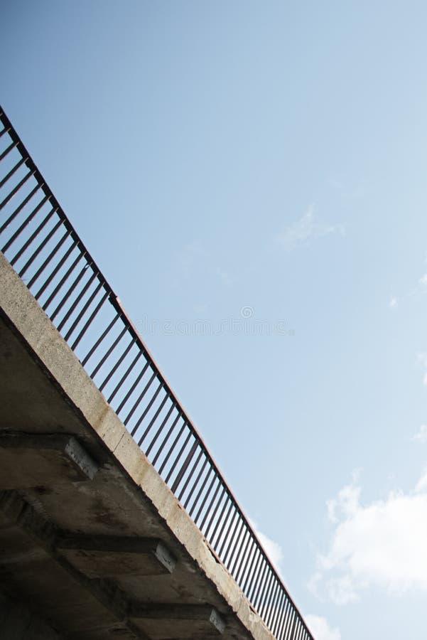 Κατασκευή χάλυβα από κάτω από την άποψη γεφυρών στοκ φωτογραφία με δικαίωμα ελεύθερης χρήσης