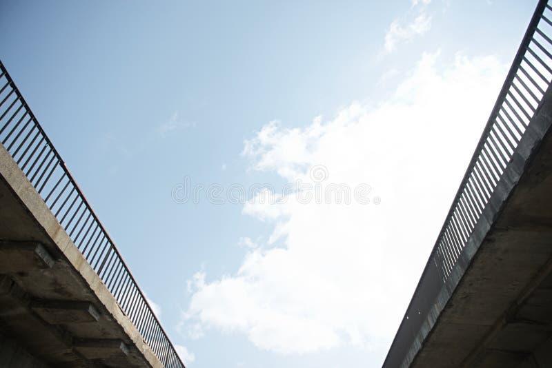 Κατασκευή χάλυβα από κάτω από την άποψη γεφυρών στοκ φωτογραφία