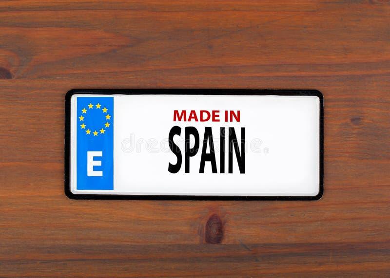 Κατασκευασμένος στην Ισπανία Σε ένα ξύλινο μεταλλικό πιάτο πινάκων με την ευρωπαϊκή ένωση στοκ φωτογραφίες