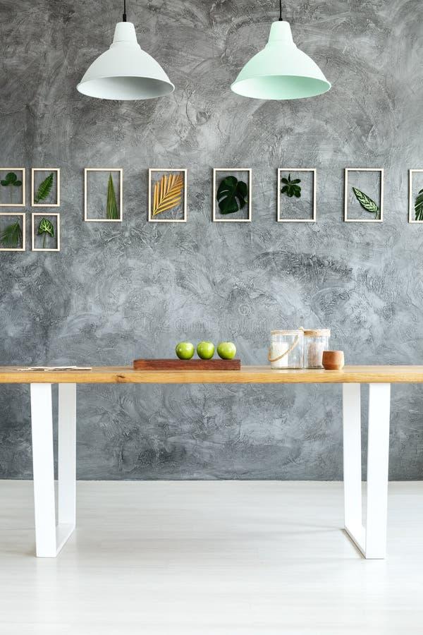 Κατασκευασμένος τοίχος στη τραπεζαρία στοκ φωτογραφία με δικαίωμα ελεύθερης χρήσης