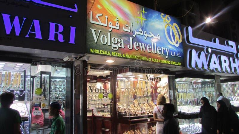 Καταστήματα κοσμήματος στη χρυσή αγορά στο Ντουμπάι, τα εμιράτα Αγαθά πολυτέλειας στοκ εικόνα