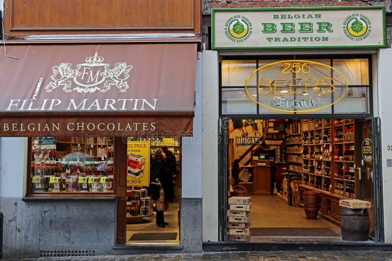 Καταστήματα με τη σοκολάτα και την μπύρα παραδοσιακές στο Βέλγιο στοκ εικόνα με δικαίωμα ελεύθερης χρήσης