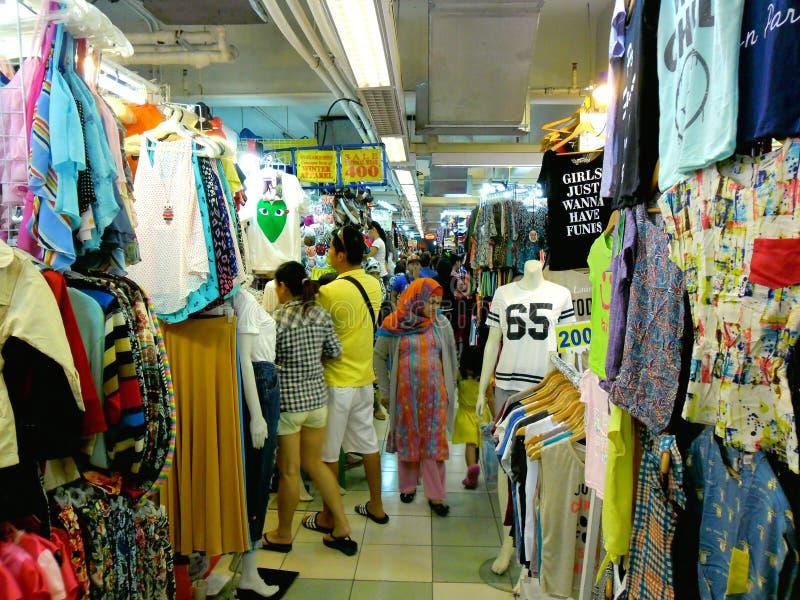 Καταστήματα Bazaar στο εμπορικό κέντρο greenhills στοκ εικόνες με δικαίωμα ελεύθερης χρήσης