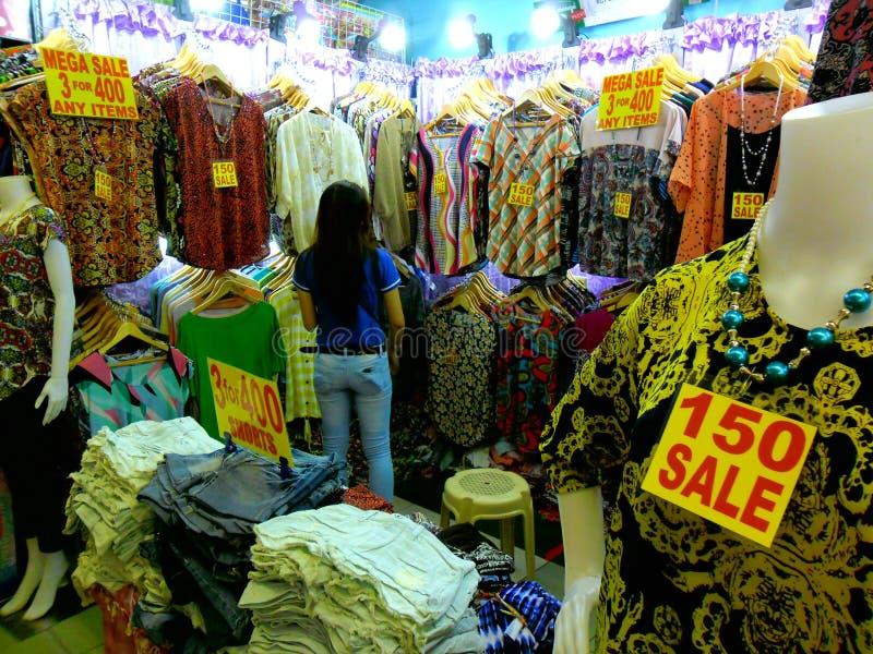 Καταστήματα Bazaar στο εμπορικό κέντρο greenhills στοκ φωτογραφία