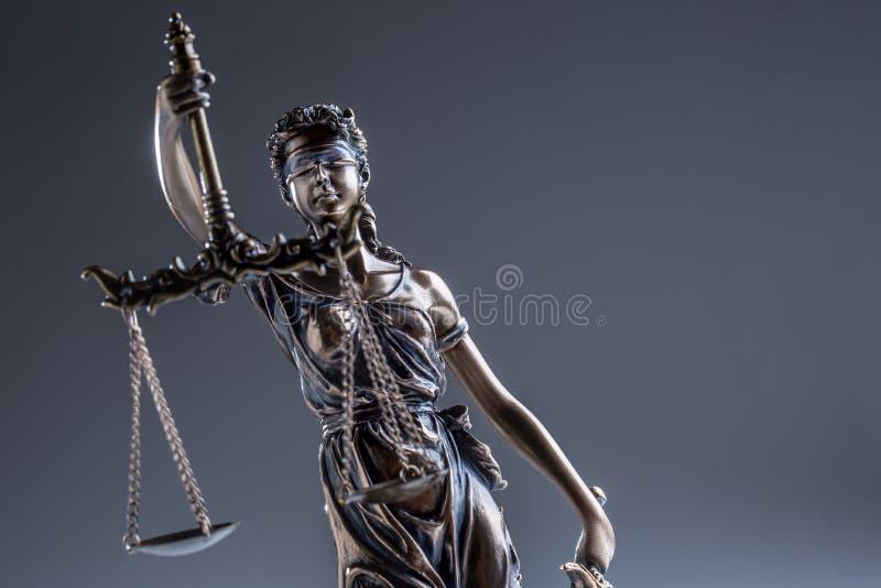 Καταστατικό της δικαιοσύνης Άγαλμα χαλκού κλίμακες γυναικείας Justice εκμετάλλευσης στοκ εικόνες