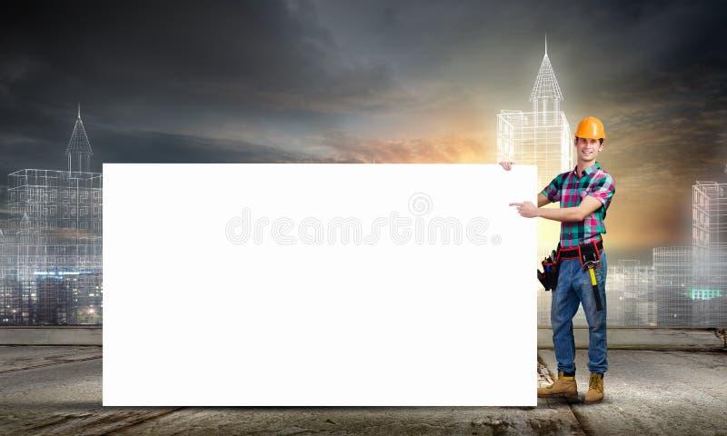 Καταστηματάρχης με το έμβλημα στοκ φωτογραφία με δικαίωμα ελεύθερης χρήσης