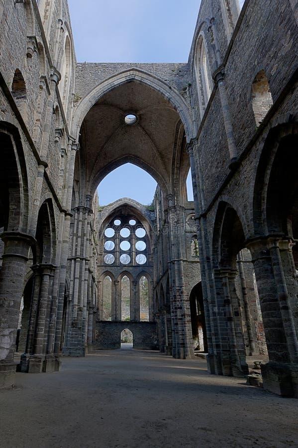 Καταστρέφει transept το Λα Ville, Βέλγιο Villers αβαείων καθεδρικών ναών υπόγειων θαλάμων στοκ εικόνες