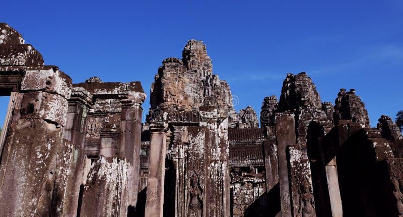 Καταστροφές ενός μεσαιωνικού ναού στη Νοτιοανατολική Ασία Εγκαταλειμμένα κτήρια πετρών στοκ φωτογραφία