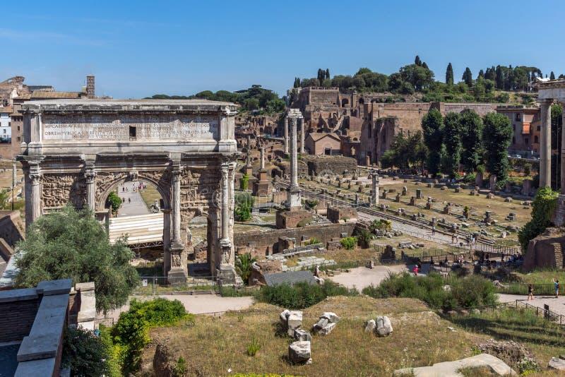 Καταστροφές της αψίδας Septimius Severus και του ρωμαϊκού φόρουμ στην πόλη της Ρώμης, Ιταλία στοκ εικόνες