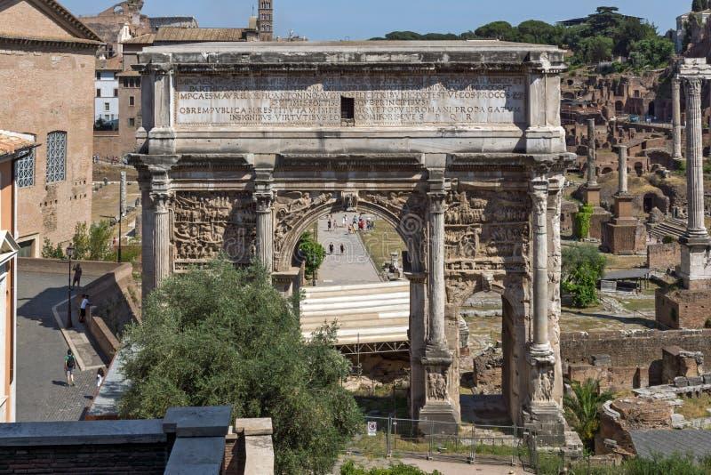 Καταστροφές της αψίδας Septimius Severus και του ρωμαϊκού φόρουμ στην πόλη της Ρώμης, Ιταλία στοκ εικόνες με δικαίωμα ελεύθερης χρήσης