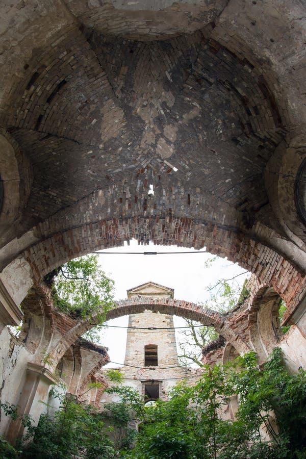 Καταστροφές της μεσαιωνικής εκκλησίας στοκ εικόνες