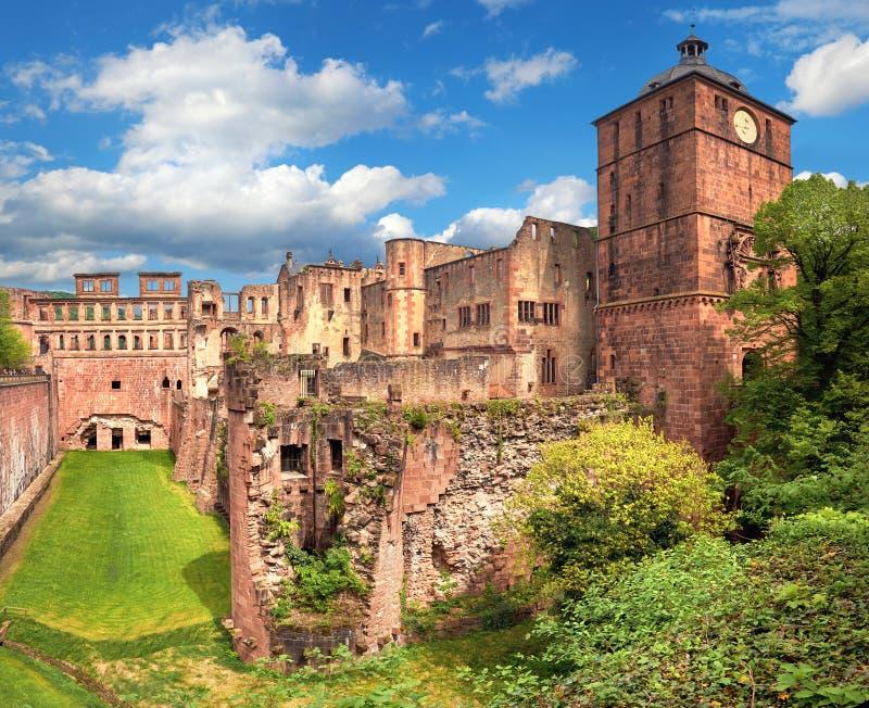 Καταστροφές της Χαϋδελβέργης Castle μια όμορφη ημέρα την άνοιξη στοκ εικόνες