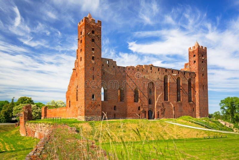 Καταστροφές του μεσαιωνικού κάστρου τούβλου σε Rydzyn Chelminski, Πολωνία στοκ φωτογραφία με δικαίωμα ελεύθερης χρήσης